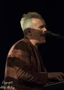 06) Howard Jones