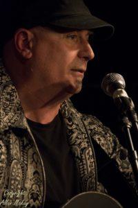 01) Tony Moore